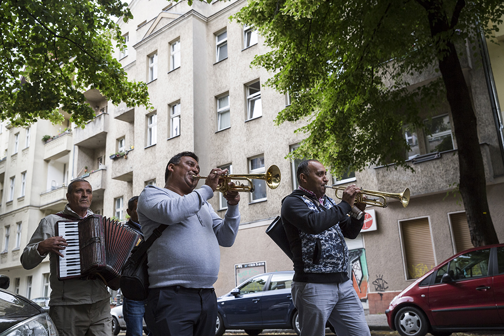 Berlinspiration: The Ultimate Guide to Our Students' Top 5 Berlin Areas | Neukölln street musicians by Dominic Blewett